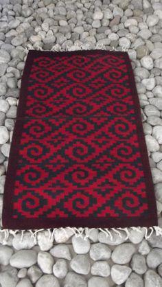 Tapete en telar de pedal hecho en lana con colores naturales. Teotitlán del Valle , Oaxaca