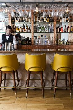 love these bar stools!
