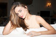 Saiba sobre todos os segredos de beleza de Miranda Kerr no blog. http://studio21fashion.com.br/blog/2013/08/os-segredos-de-beleza-de-miranda-kerr/