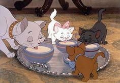 Disney Postcards Aristocats Mother Cat and Kittens Lapping Up Milk Disney Animation, Disney Pixar, Disney Cats, Disney And Dreamworks, Disney Cartoons, Animation Movies, Disney Magie, Vintage Cartoons, Disney Movies To Watch