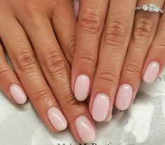 Nail art is a very popular trend these days and every woman you meet seems to have beautiful nails. It used to be that women would just go get a manicure or pedicure to get their nails trimmed and shaped with just a few coats of plain nail polish. Nude Nails, My Nails, Pink Oval Nails, Coffin Nails, Short Nails Shellac, Short Pink Nails, Nail Pink, Cute Short Nails, Pink Coffin