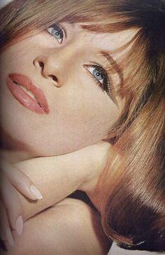 Barbra Streisand.    Photo by Irving Penn for Vogue, 1964