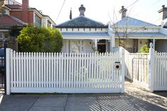 This Elsternwick Home Delights on a Narrow, Tightly Constrained Block Small Tiny House, Tiny Houses, Steel Frame House, Narrow House, Front Fence, Granny Flat, Modern Architecture, Beach House, Cool Designs