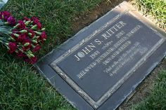 """John Ritter - Actor, best known for playing Jack Tripper on the sitcom """"Three's Company"""", he was the son of famous country/western star Tex Ritter. Cemetery Headstones, Old Cemeteries, Cemetery Art, Graveyards, John Ritter, Tex Ritter, Tombstone Epitaphs, Grave Monuments, Famous Tombstones"""