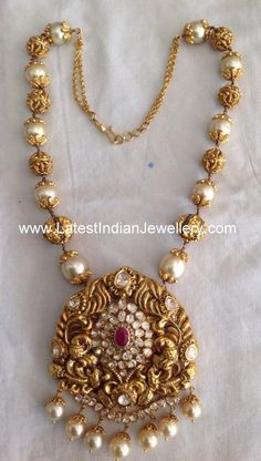 Gold Jewelry Design In India Info: 6609611953 Pearl Necklace Designs, Gold Earrings Designs, Gold Designs, Beaded Jewelry Designs, Jewelry Patterns, Gold Bangles Design, Gold Jewellery Design, Handmade Jewellery, Indian Gold Jewellery