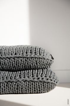Tricot cushion by Mik Max. Photo ©INTSIGHT