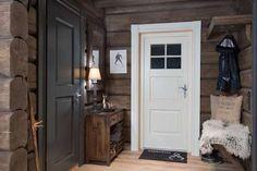 Innflyttingsklar HYTTEDRØM på utsiktstomt - Norefjell - FINN.no mobil Timber House, Wooden House, Grey Interior Paint, Basement Inspiration, Mountain Decor, Cottage Renovation, Dere, Cottage Interiors, Cozy Cabin