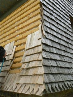 Discover thousands of images about entreprise construction charpente maçonnerie torchis Normandie bardeau Wood Cladding, Cedar Shingles, Diy Wood Projects, Wood Construction, Play Houses, Architecture Details, Woodworking Plans, Woodworking Projects, Building A House