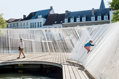 OBBA completes a floating pavilion on the canals of Bruges Floating Architecture, Water Architecture, Concept Architecture, Contemporary Architecture, Architecture Design, Urban Landscape, Landscape Design, Landscape Plaza, Gaudi