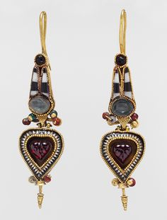 Hoop earrings with Egyptianizing crown | 3rd–2nd century B.C. | Greek | Gold with stone and glass