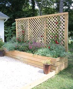 Privacy Screen Planter DIY - Gina Michele - - Privacy Screen Planter DIY- an inexpensive project with major impact! Create an attractive focal point and block unwanted views with this Privacy Screen Planter that can be built in a weekend. Privacy Screen Plants, Privacy Screen Outdoor, Privacy Planter, Outdoor Pergola, Diy Patio, Backyard Patio, Backyard Landscaping, Patio Ideas, Budget Patio