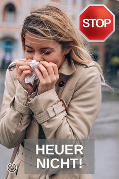 Herbstzeit ist Erkältungszeit. Die Nase rinnt, das Auge tropft - wir zeigen Ihnen, wie Sie dem Temperaturwechsel ein Schnippchen schlagen und heuer mit Earthing® entgegensteuern. Egal ob Sie der Verkühlung vorbeugen, erste Erkältungsanzeichen abwenden oder letztlich heilen wollen - Earthing® ist der natürlichste Entzündungshemmer überhaupt. Klicken Sie auf den Link und holen Sie sich jetzt Ihr kostenloses Earthing®-Booklet mit hilfreichen Tipps und Anwendungen für zuhause. Military Jacket, Link, Jackets, Helpful Tips, Sleep, Eye, Don't Care, Ad Home, Down Jackets