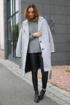 Benedichte pairs leather trousers with a grey knit pullover and a matching boyfriend coat. Jacket/Sweater: MbyM, Trousers: Haust Collection.