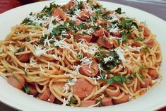 Spaghetti with sausages and tomato sauce. Ramadan Sweets, Ramadan Recipes, Sausages, Tomato Sauce, Breakfast Recipes, Spaghetti, Dinner, Cooking, Ethnic Recipes