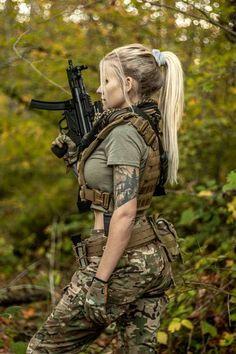 Anime Military, Military Girl, N Girls, Cute Girls, Beautiful Girl Image, Beautiful Women, Mädchen In Uniform, Human Poses Reference, Military Women