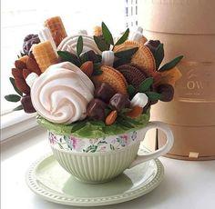 Food Bouquet, Gift Bouquet, Candy Arrangements, Edible Bouquets, Dessert Packaging, Sweet Box, Giant Flowers, Food Trays, Deco Floral