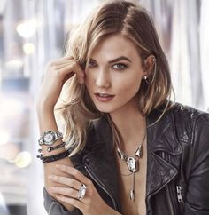 Karlie Kloss is taking over from Miranda Kerr as the face of jewelry brand Swarovski. According to WWD, the American beauty signed on for a two year contra Miranda Kerr, Karlie Kloss Swarovski, Poses, Craig Mcdean, Jewelry Model, Mannequins, Fashion Addict, Supermodels, Ideias Fashion