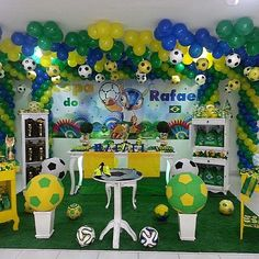 ANIVERSARIO NA COPA DO MUNDO !! 2nd Birthday, Birthday Parties, Soccer Party, Candy Table, Diy Party, Ideas Para, Fathers Day, Balloons, Breakfast Tables