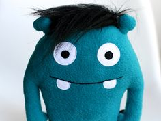 Du suchst ein passendes Geschenk? Das kleine Snuufie-Monster von enFant lässt sich schnell und einfach nähen.