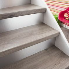 You can no longer see your staircase painting? With a little elbow grease and imagination one can easily give it back … Source by Tiled Staircase, Painted Staircases, Painted Stairs, Staircase Design, Staircase Painting, Interior Stairs, House Stairs, Home Upgrades, Hallway Decorating