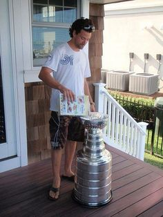 My man Justin Williams.ya know.Cheerios out of the Stanley Cup for breakfast. Hockey Shop, Hockey Gear, Hockey Goalie, Hockey Stuff, Soccer, Hockey Stanley Cup, Justin Williams, Hurricanes Hockey, Hockey Pictures