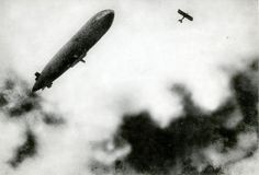 First World War, aerial war. A French zeppelin/airship under attack from a German plane. 1915. (Nationaal Archive)