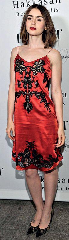 Vuelven los slipdress. La actriz Lily Collins.