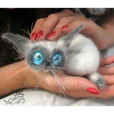 Сиамчик  #knitting #knittinglove #вязаниекрючком #игрушки #перчик #амигуруми #weamiguru #per4ik #вязанаяигрушка #вязание #hobby #кот #котэ #cat #catsofinstagram #cats #handmade #art #artist #ручнаяработа #авторская #авторскаяигрушка #worldhandicrafts #котенок #котята # сиамские #сиамчик  #сиам #сиамский #сиамскийкот #сиамскийкотик