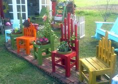 Penny-wise pallet garden projects, pretty all in a row...see how.