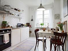 The New Kitchen: 5 Top Trends - Subway Tile. Subway tile in a Scandinavian kitchen from Stadshem via Design Attractor. One Room Apartment, Small Apartment Interior, Apartment Kitchen, Home Interior, Apartment Therapy, Design Interior, Cozy Apartment, Swedish Kitchen, Scandinavian Kitchen