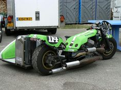 Kawasaki race outfit, 3 screaming stinkwheel pots and spannies....