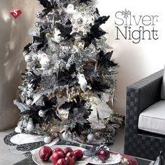 Te mostramos nuestra nueva colección navideña: Silver Night, una colección para quienes buscan una decoración navideña con un estilo moderno. Está compuesta por los colores plata y negro, que dan al hogar un toque moderno y otorgan una elegancia sofisticada.