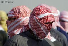 Hombres enmascarados protestan contra el Gobierno liderado por los chiítas en Ramadi, al oeste de Bagdad, Iraq. Bagdad, Hats, News, Men, Hat, Hipster Hat