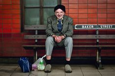 25 Pictures Of Londoners On Their Commutes