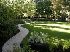 Beautifully maintained lawn / love the pathway creating a border