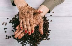 No matter how dedicated you are, your skin will sometimes need a little treat to remain at its attractive best. This is where homemade body scrubs come in. Body Scrub Recipe, Diy Body Scrub, Beauty Tips For Glowing Skin, Beauty Skin, Face Skin Care, Diy Skin Care, Organic Skin Care, Natural Skin Care, Natural Body Scrub