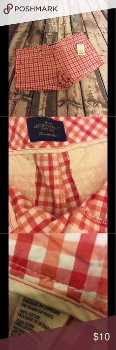 "Red & white plaid American Eagle shorts size8 Red & white plaid American Eagle shorts size8 -with pockets & belt loops -approx 17"" waist-approx 7"" rise-approx 2"" inseam- approx 9"" in length-happy to answer questions-fast shipper American Eagle Outfitters Shorts"