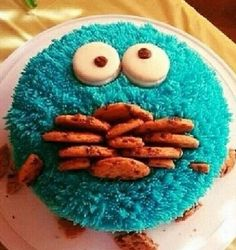 This would be so easy! You don't even have to make the Cookie Monster look fluffy! Cookie Monster Cake