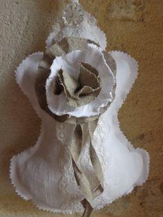 GRANDE PAMPILLE EN LIN BLANC DE STYLE SHABBY CHIC : Accessoires de maison par fleur-de-lin-creation