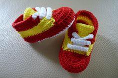 Zapatillas España de ganchillo hechos a mano con perlé de alta calidad.Elije talla y colores!!!!Tallas: 0-3 meses (9 cm)3-6 meses (10 cm)6-9 meses (