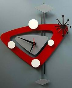 Modern clock designs are influenced by the art style of cubism and surrealism and are more directed to the concept of room decoration. Mid Century Art, Mid Century Design, Modern Decor, Mid-century Modern, Clock Art, Clock Decor, Cool Clocks, Modern Clock, Atomic Age