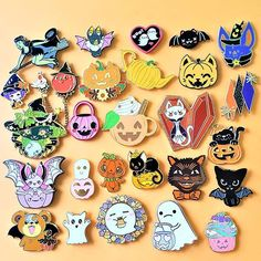 Halloween 2019, Happy Halloween, Take My Money, Cool Pins, Patch Kids, Pin And Patches, Hallows Eve, Pin Up Girls, Lapel Pins