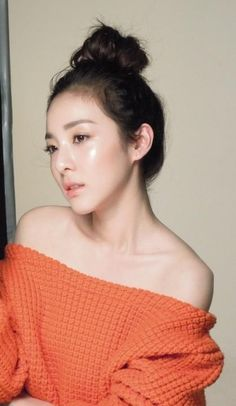 Dara thanks fans for 500,000 followers on Twitter + releases unedited photo from 'Clio' photoshoot