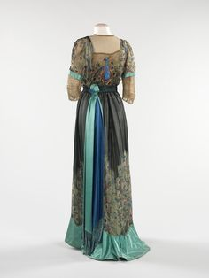dinner gown 1910-12. I wish fashion still maintained the essence of femininity through long, beautiful dresses like the past. Now everything is made in China and resembles a little boy.