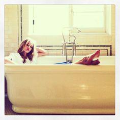 Rosie Huntington-Whiteley http://www.vogue.fr/mode/mannequins/diaporama/la-semaine-des-tops-sur-instagram-15/17305/image/927779#!rosie-huntington-whiteley