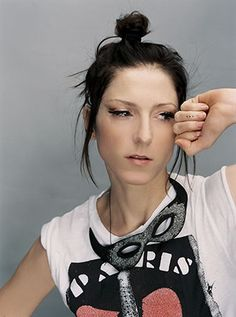 ellen_allien_-_live_at_the_radio_sessions_electronic_beats_on_air-stream-17-09-2009-dc.jpg (340×457)