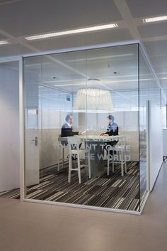 Idea sala Delegados de Personal Taburetes Altos