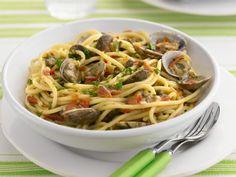 Probieren Sie die leckere Pasta mit Venusmuscheln von EAT SMARTER!