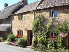 broad campden 2 bedroom cottage in Chipping Campden to rent from £420 pw. With phone, TV and DVD.