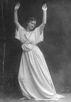 News Photo : Isadora duncan , american dance pioneer. Isadora Duncan, Modern Dance, Dance Photography, People Photography, Dolly Sisters, Vegetarian Times, Margot Fonteyn, Don Juan, Man Photo